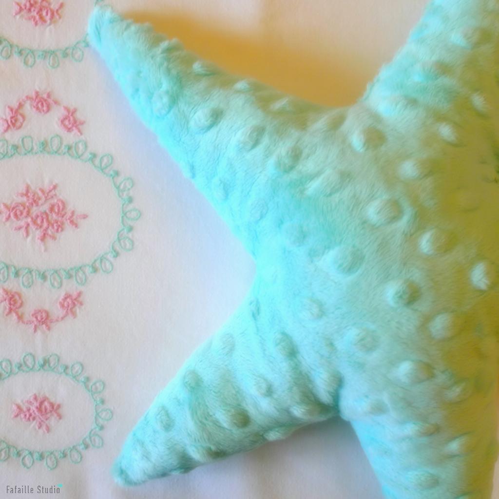 DIY - Coussin étoile doux et ajouré ★