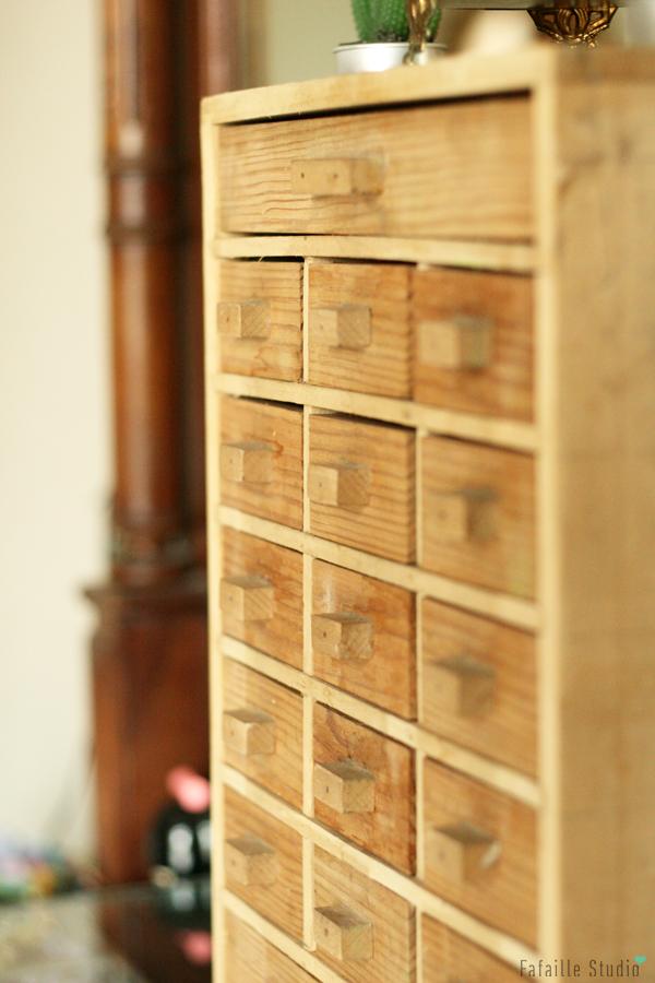 Petit meuble de métier chiné