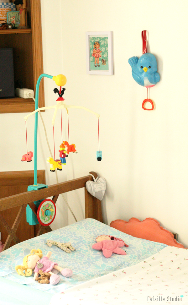 un lit daybed chiné pour bébé