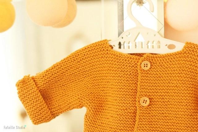 Tricoter gilet bébé moutarde