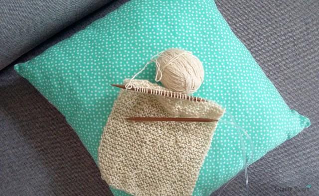 Tricoter un béguin comme cadeau de naissance