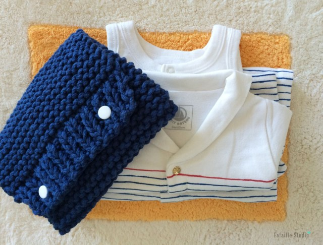 Tricoter une pochette pour cadeau de naissance