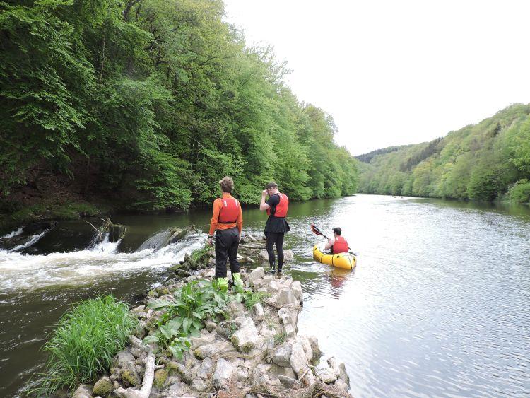 Semois? Avec toi! is een packraft microavontuur van twee dagen door de ruigste riviervallei van België.