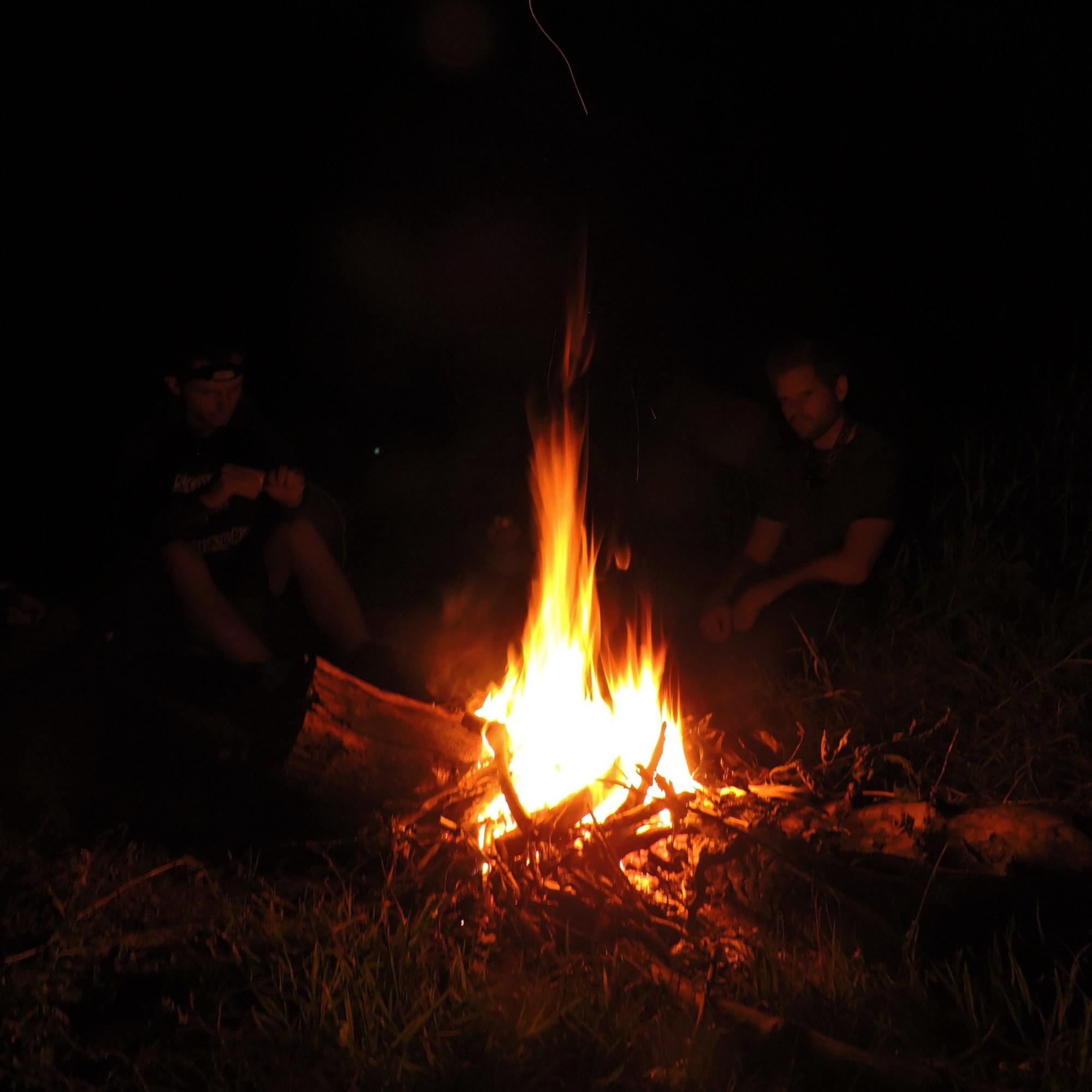 Kampvuur tijdens de expeditie Semois Avec Toi