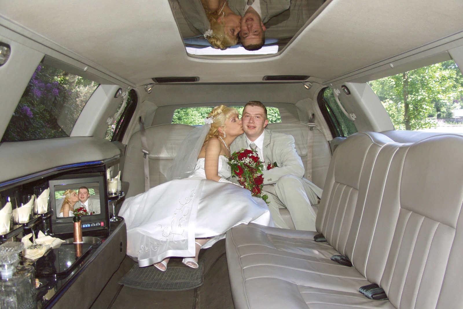 limousine mieten limousinenverleih fahrt ins gl ck. Black Bedroom Furniture Sets. Home Design Ideas