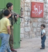 400_0___10000000_0_0_0_0_0_israeli_soldier_points_his_gun_at_a_palestinian_child_in_hebron_city_2007