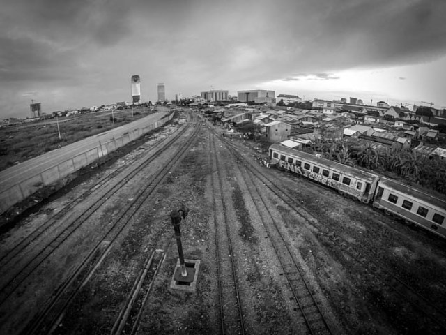 train tracks and canadia