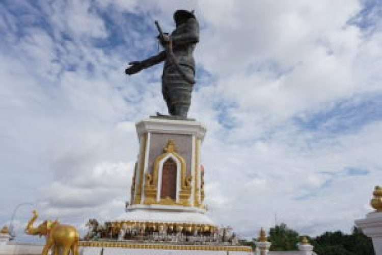 King Anouvong statue