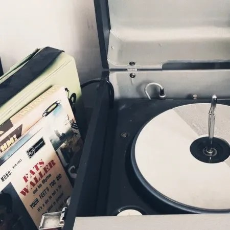Image of a vintage record player and vinyl records illustrating the the Fairisle article Deep and active listening