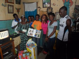 Yemi joined Ufuoma to encourage the #FLAKids with gifts for them and their families.