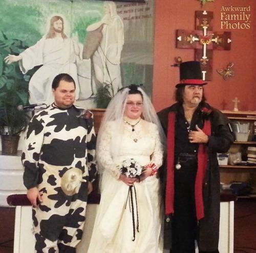 Awkward Wedding Photos via Loverly - Fairly Southern