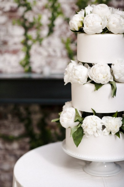 7 White Wedding Cakes that Prove Classic is Best