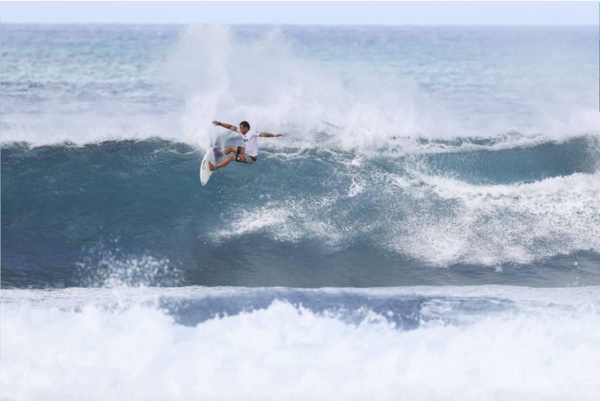 Vasco Ribeiro (PRT) em ação no Hawaiian Pro 2016. Fechou sua participação na 17ª posição. [Imagem: Faceebok | Vasco Ribeiro)