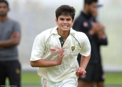 2A8CEAE300000578-3162326-Arjun_Tendulkar_the_15_year_old_son_of_Indian_legend_Sachin_bowl-a-14_1436965679623