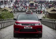 Range-Rover-P-400E-climbs-China-Heaven's-Gate-Stairs
