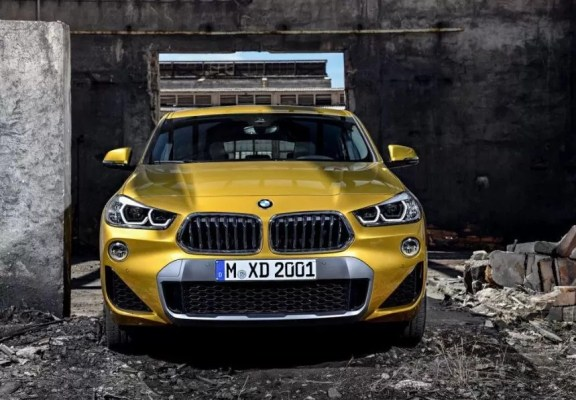 BMW 2 Series X2 SUV front view 1