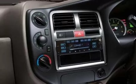 4th Generation Hyundai Porter H 100 Pickup Truck radio and ac controls