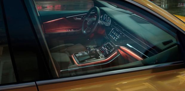 1st generation Audi Q8 SUV front cabin interior features