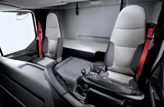Renault D 280 Commercial Medium Truck front seats view