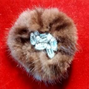 Fur brooch gatherround
