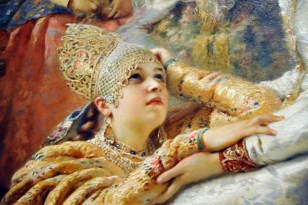 Detalhe de The Russian Bride's AttirE