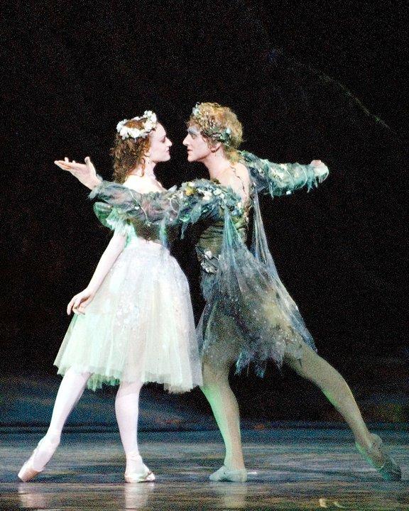Bailarinos do American Ballet em Sonho de Uma Noite de Verão