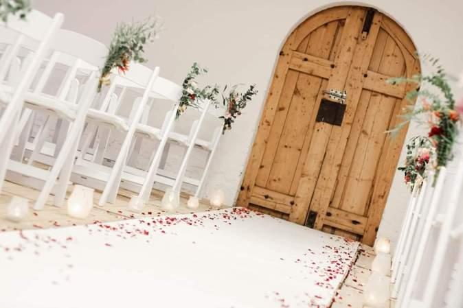 witte loper huwelijksceremonie