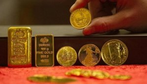 Read more about the article Gold gains on weakening rupee