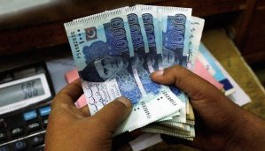 Read more about the article Rupee likely to struggle against US dollar next week, say analysts