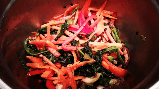 légumes sautées pour nouilles de patates douces sautés aux légumes