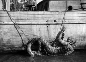 etrange-creature-du-lac-noir-1954-06-g