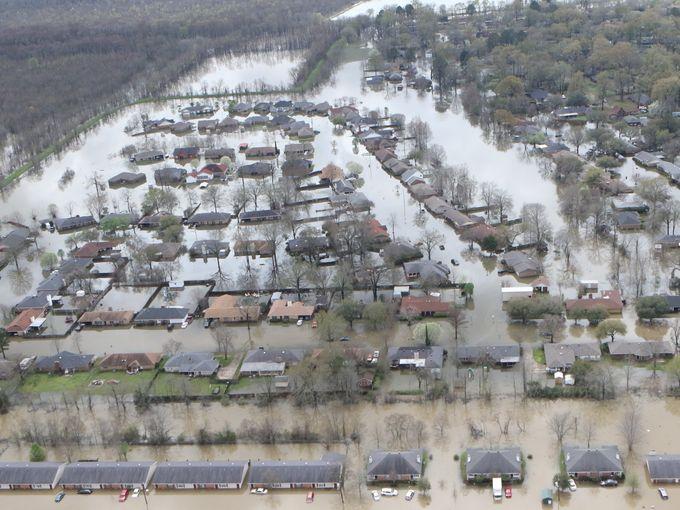 Louisiana-flood-Obama-Hillary-FEMA-George-W-Bush-Haiti-Italy-white-people-Donald-Trump-leader
