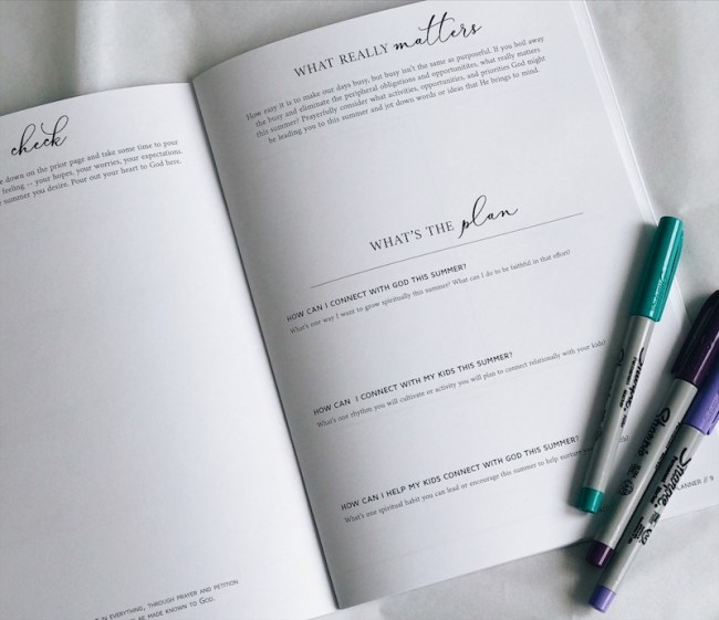 LOVE how this helps me set grace goals (and DO THEM!!) for summer // Faithful Moms Summer Planner