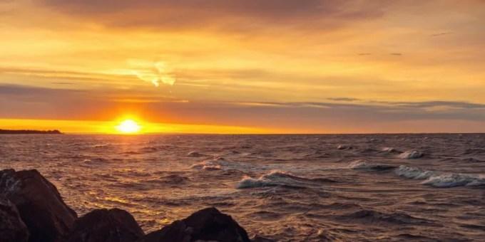 Ocean coast at sunrise (North Cape Coastal Drive, Prince Edward Island, Canada)