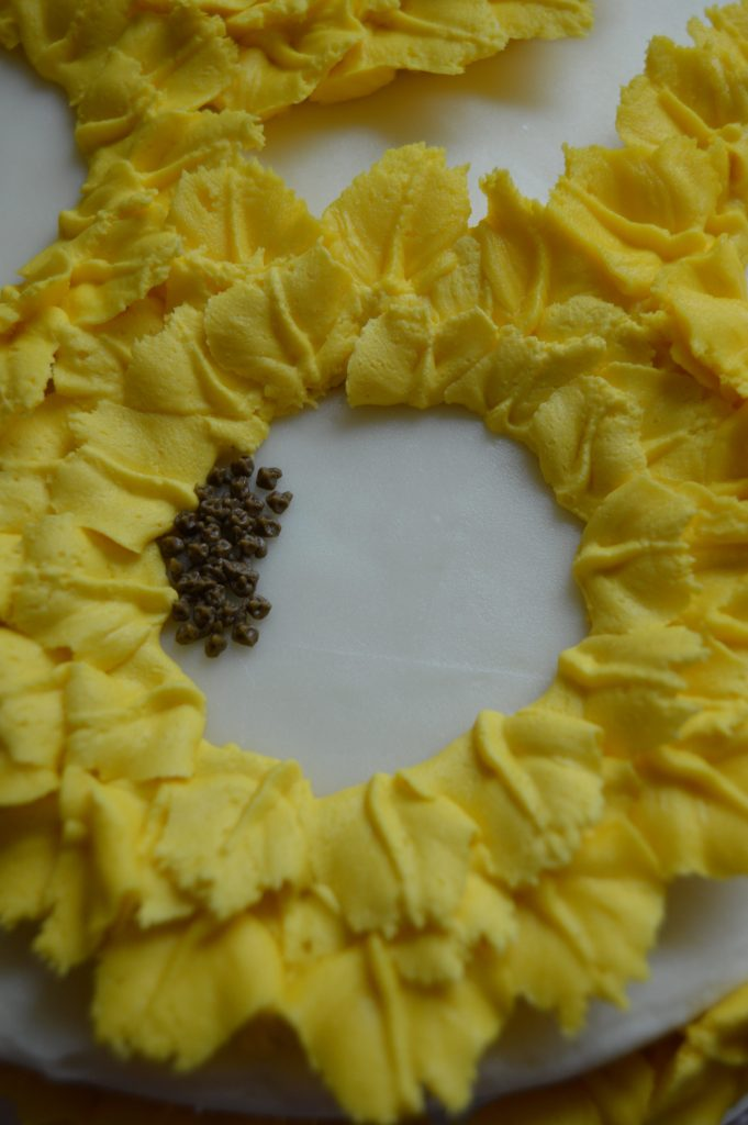 decorating sunflower cake