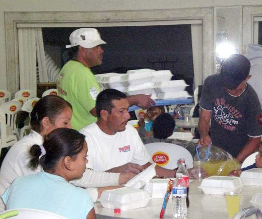 Serving meals to refugees in Mier