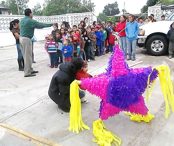 Kids about to enjoy a pinata at the Christmas fiestas in Reynosa