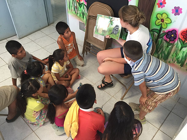 Graciela reading to the kids at the nutrition program in Reynosa
