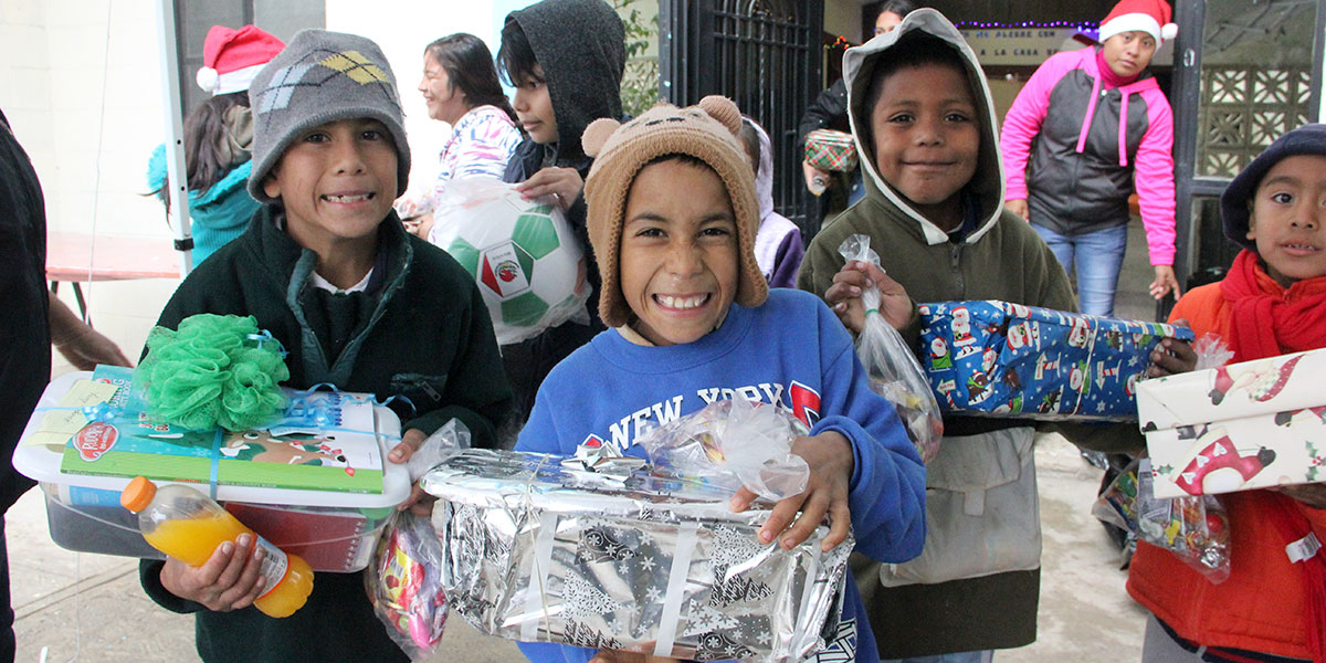 Kids in Reynosa with their new toys from the Christmas fiesta