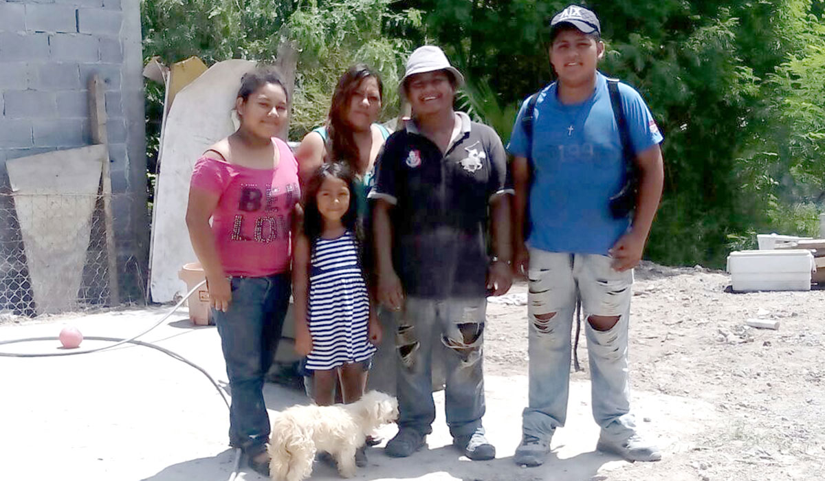 A family waiting for a house in Reynosa