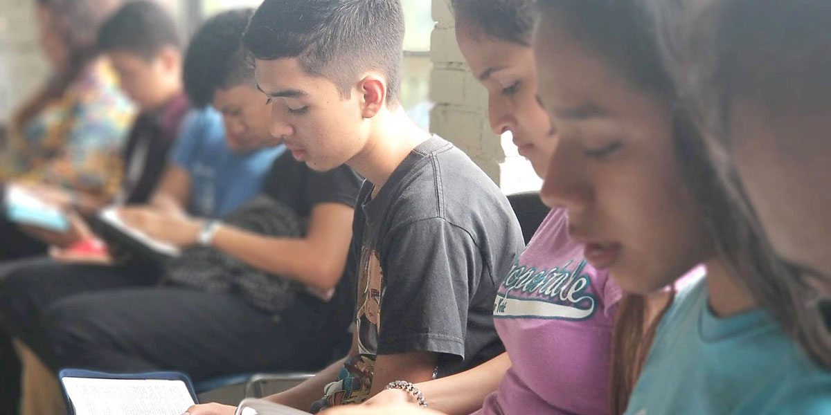 Youth from Reynosa and Naranjito reading their Bibles during a youth conference in Monterrey