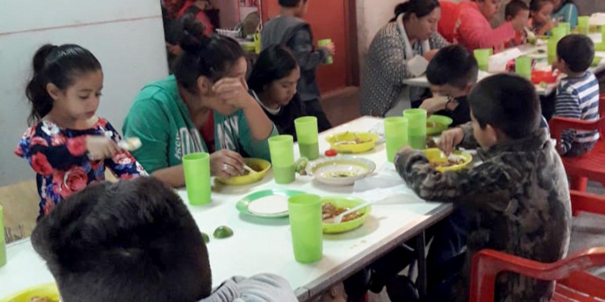 Kids enjoying a meal at the nutrition program in Guardados de Arriba
