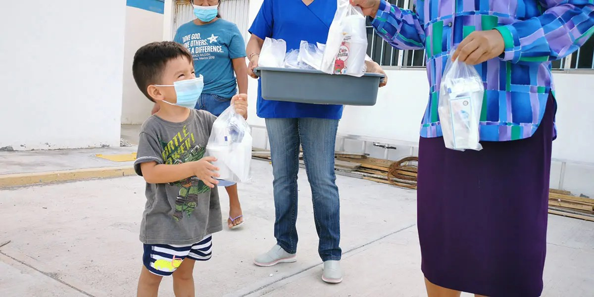 Distributing grab and go meals to kids in Reynosa Mexico through our children nutrition program