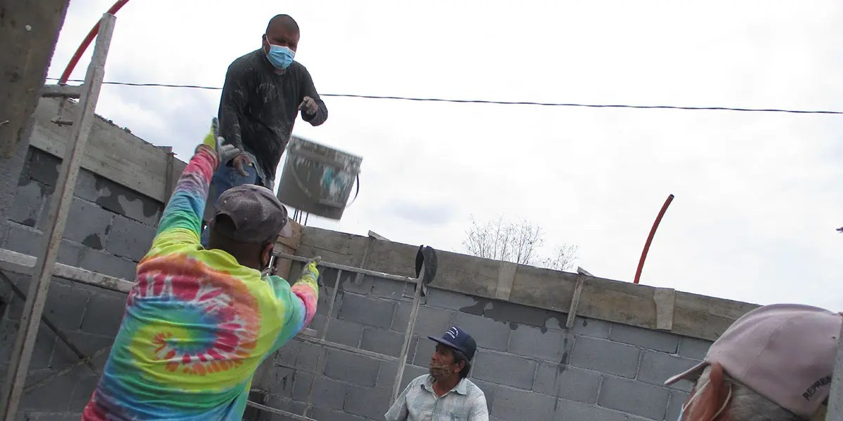 Our staff in Reynosa Mexico pouring the cement ring on Casa 3