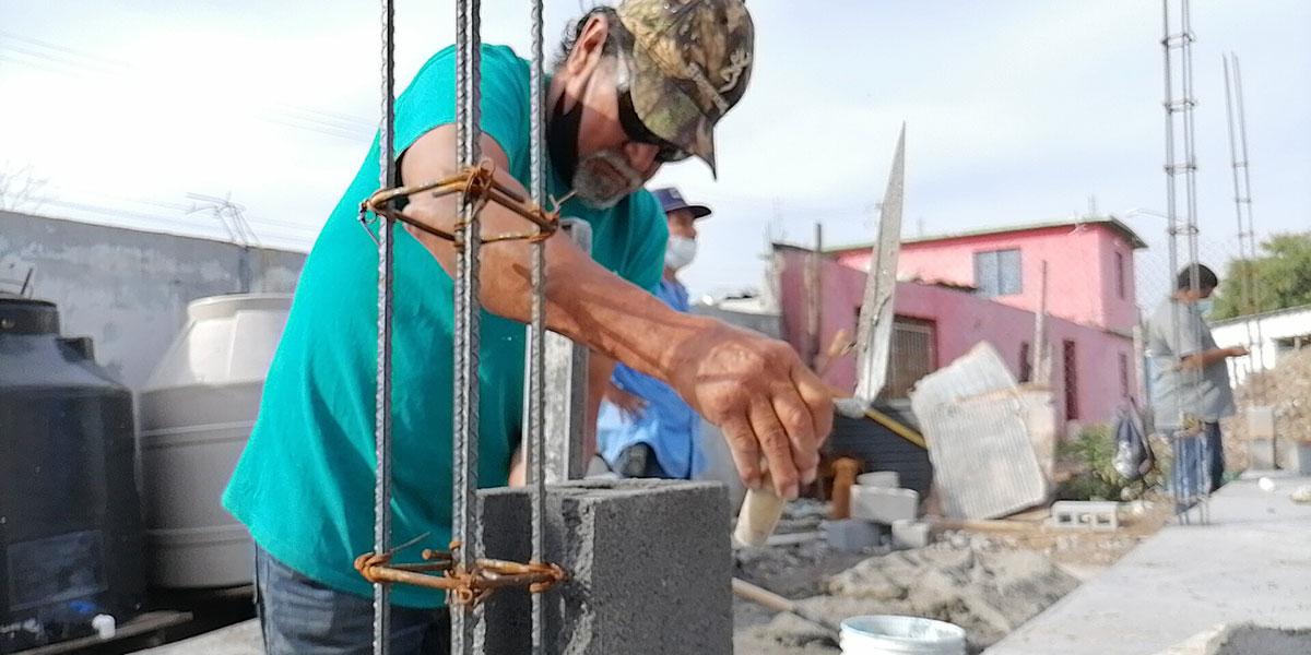 Lupe laying blocks at Casa 4 in Reynosa Mexico