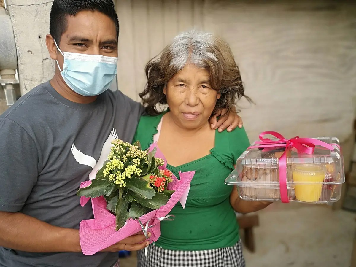 Giving away special gifts to the mothers in Reynosa Mexico for Mothers Day