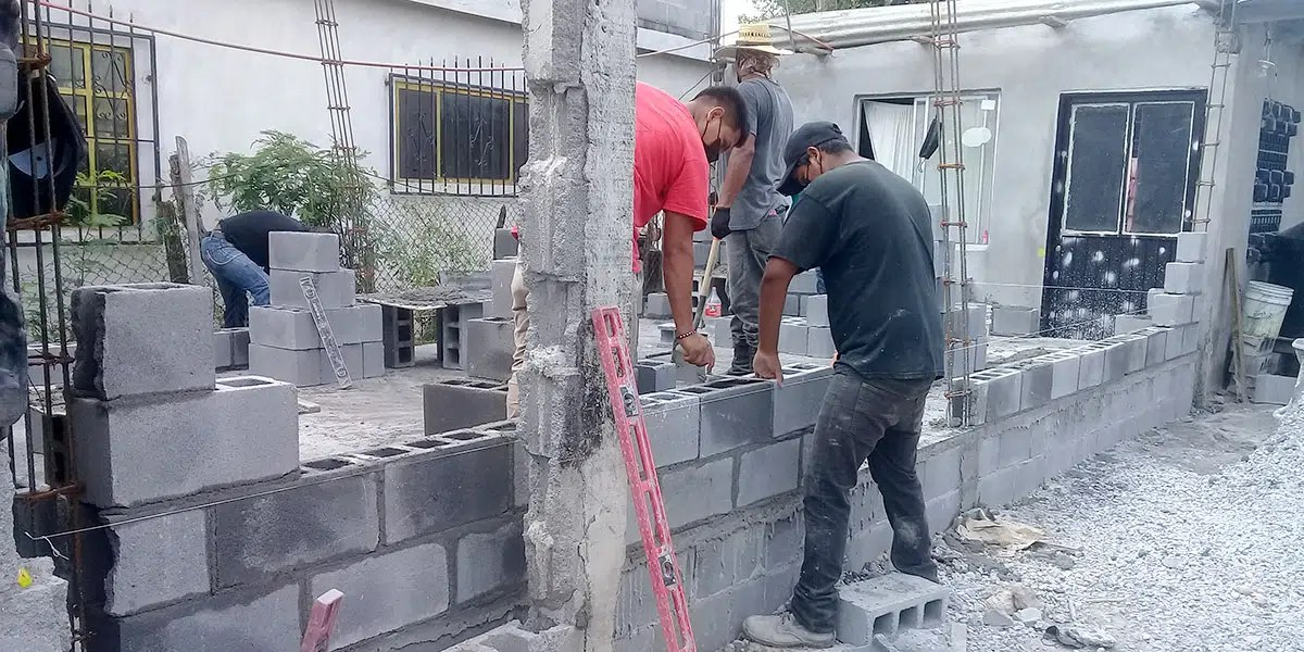 The staff and volunteers building the walls of Casa 7 in Reynosa Mexico