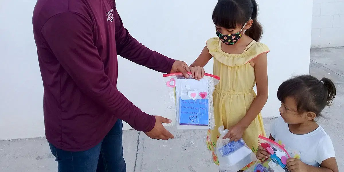 The kids with their activity bags and meals at the nutrition program in Reynosa Mexico
