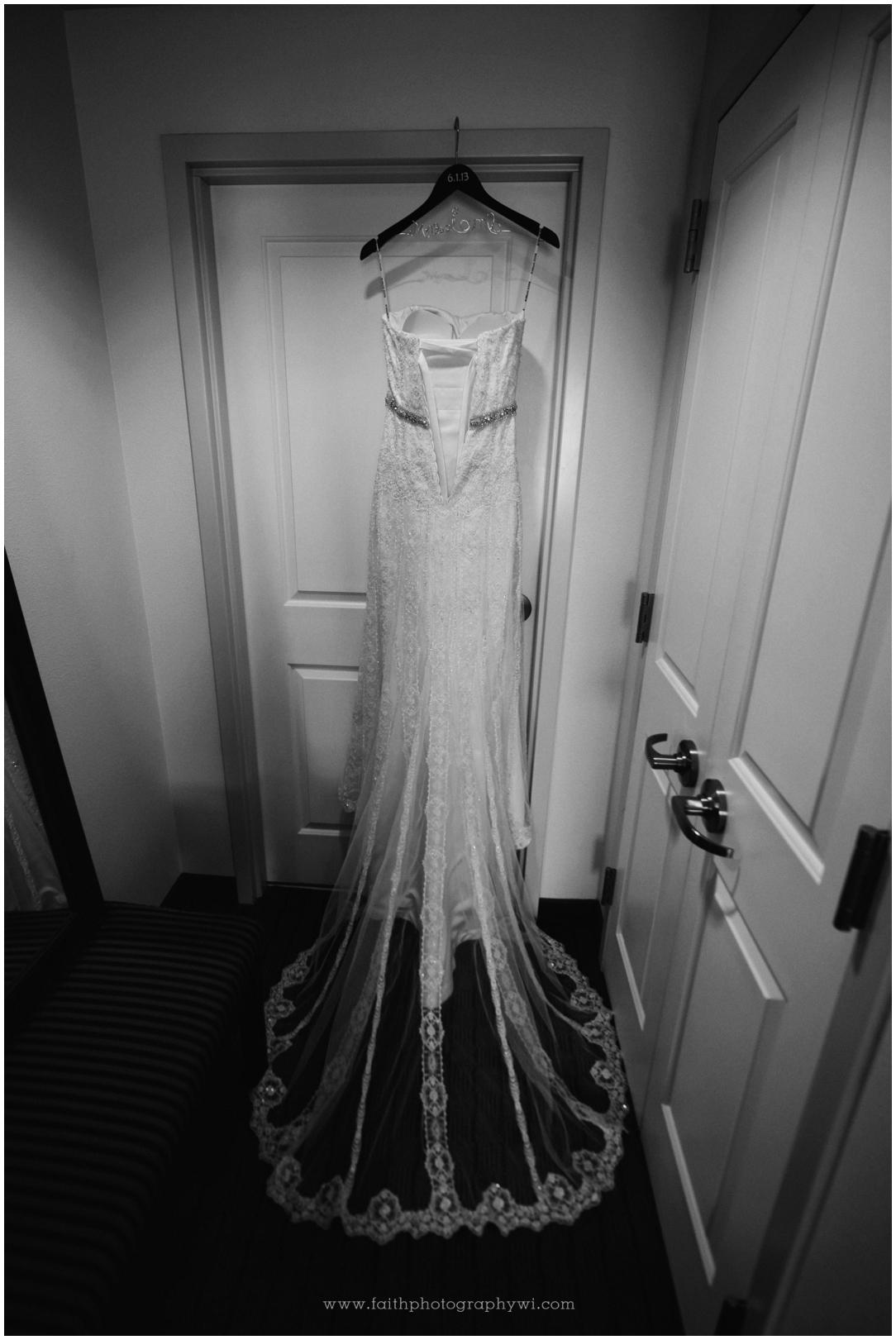 Jillian&Sean Wed_0048b_Wedding Photographers Madison WI