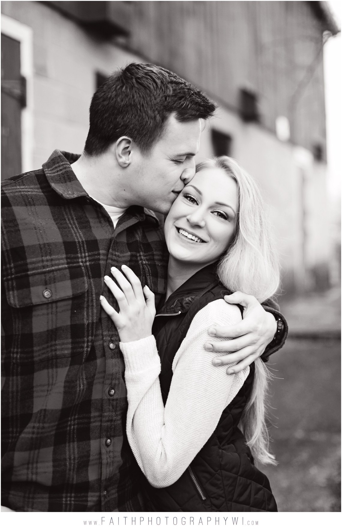 Engagement-Pictures-Oconomowoc-Wi_0009
